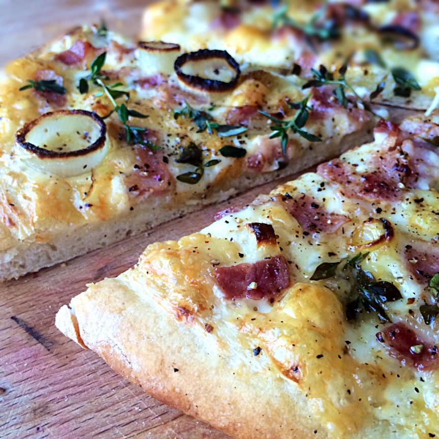 PIZZA MED BACON OG CREME FRAICHE